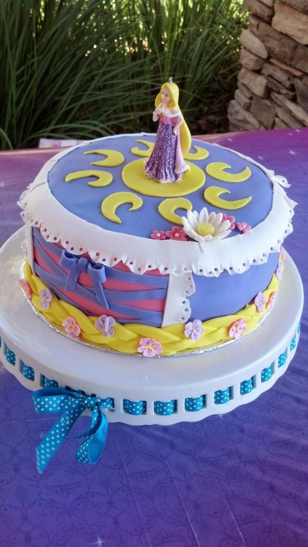 My Oldest Turned 5 Last Month I Asked Her What Kind Of Cake She Wanted And Had Extravagant Answers That Incorporated Pretty Much All Disney Princesses